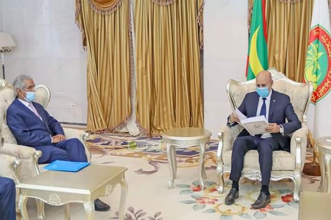 🔴 ورد الآن | ولد السالك يسلم الرئيس الموريتاني ولد الغرواني رسالة من أخيه الرئيس الصحراوي إبراهيم غالي حول التطورات الأخيرة.