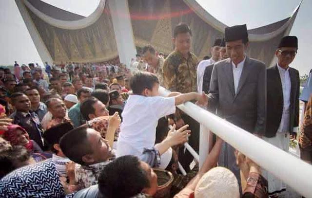 Elektabilitas Jokowi Turun di Sumatera Barat dan Jawa Barat