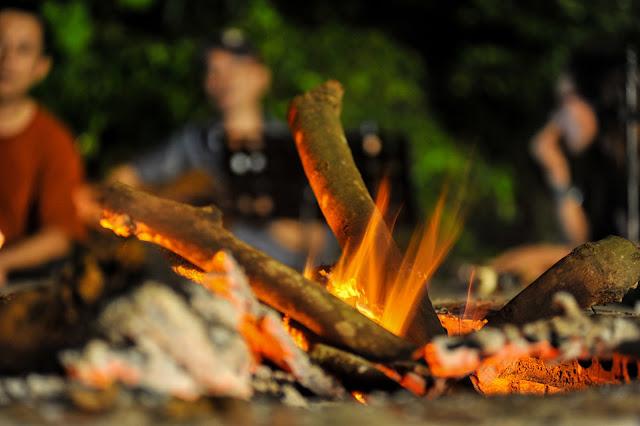 Ấm áp và lãng mạn bên lửa trại acoustic tại homestay Làng Trường Thọ