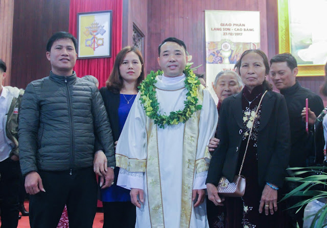 Lễ truyền chức Phó tế và Linh mục tại Giáo phận Lạng Sơn Cao Bằng 27.12.2017 - Ảnh minh hoạ 207