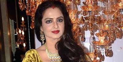 rekha-gives-voice-to-gulzars-kitni-girhein