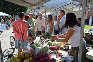 Prefeito Mario Tricano confere edição da Feira da Agricultura Familiar na Barra do Imbuí