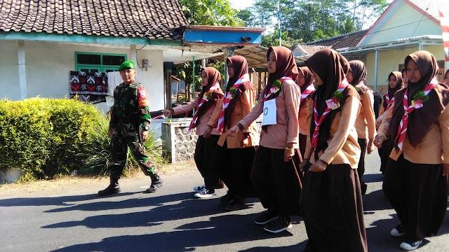 Dukung Perayaan HUT Ke-74 RI, Babinsa Jatirejo Laksanakan Pengamanan