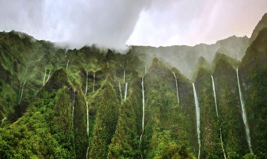 k@This is O'ahu's Land Of A Thousand Waterfalls. The Ko'olau mountains on the windward side look like this whenever there is a heavy rain. Beautiful.