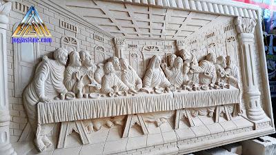ukiran relief tempel dinding dibuat dari batu alam, Batu putih dengan gambar motif perjamuan kudus / perjamuan terakir