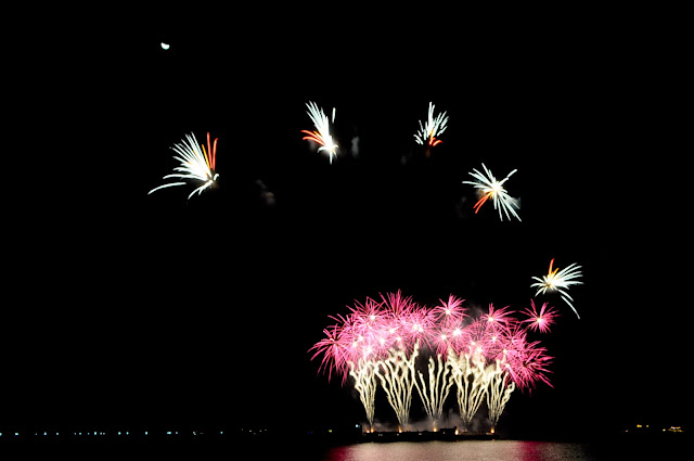 fireworks-display-mall-of-asia