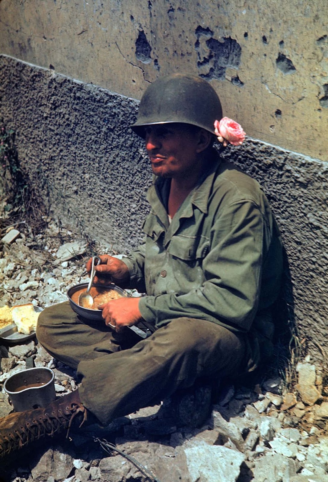 An American soldier took a meal break during the drive towards Rome, 1944.