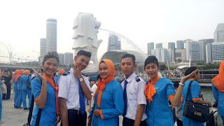 siswa staff penerbangan pspp yogyakarta di singapura merlion