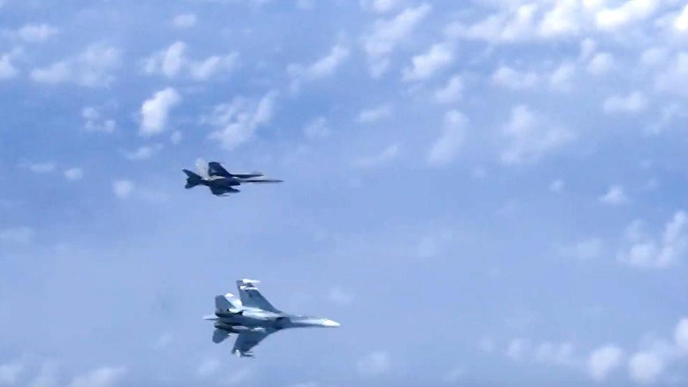 F-18 drove off NATO aircraft approached Shoigu's side