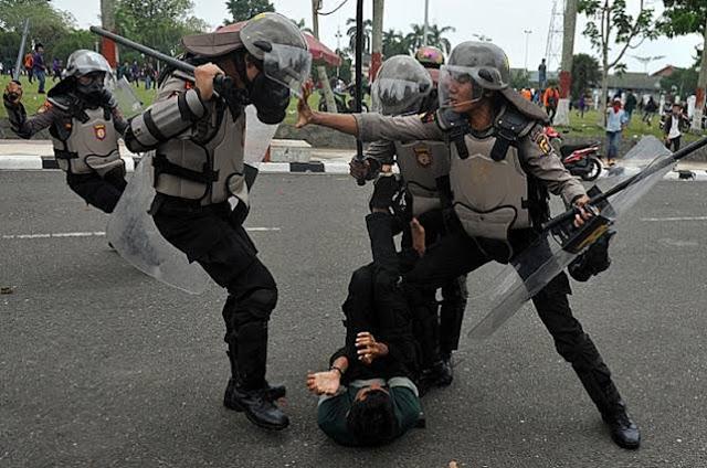 Di Jakarta Polisi Bagai Singa, di Papua seperti Tikus Got