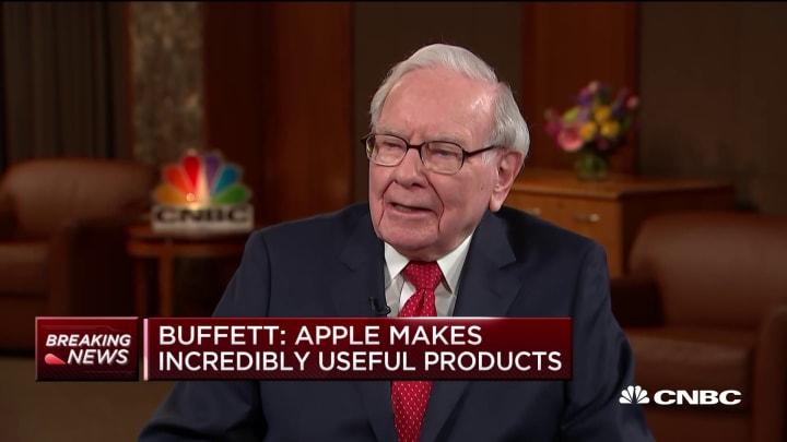 Warren Buffett on his new iPhone