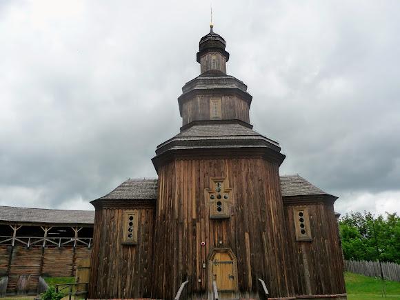 Батурин. Фортеця. Замкова церква Вознесіння Господнього