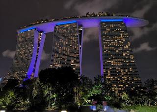 El Hotel Marina Bay Sands. Gardens by the Bay o Jardines de la Bahía, Singapur o Singapore.