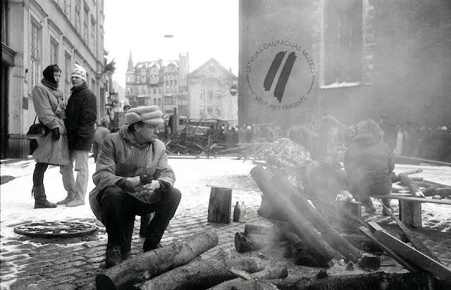 Январь 1991 года. Рига. На Домской площади костры