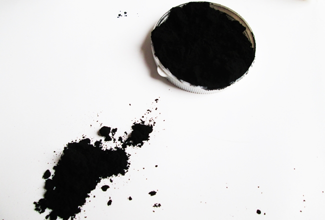 How I used activated charcoal to banish a facial rash in 6 hours. It went from red, painful, blemished to calm and beautiful skin. Plus several other uses for activated charcoal. Bloating, teeth whitening, cholesterol,blackhead and more.