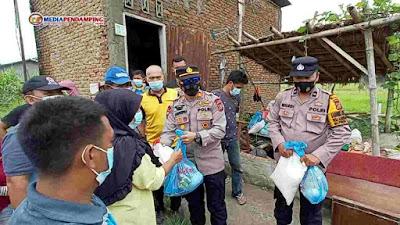 Kapolsek Percut Sei Tuan Berikan Bantuan Sembako Kepada Korban Bencana Angin Puting Beliung