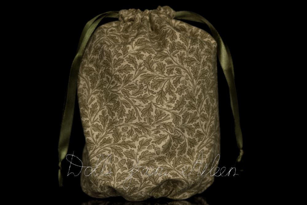 OOAK oak leaf pattern bag with a sculpture inside