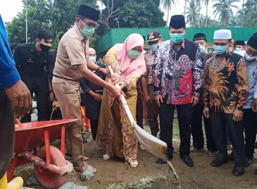 Gubernur Irwan Prayitno Letakkan Batu Pertama Pembangunan Masjid Baabunnur