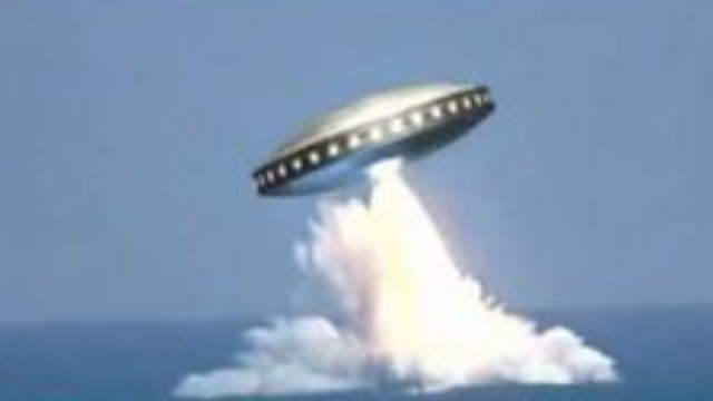 UFO filmed flying out the ocean which means they have a base there.