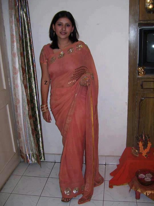 saree aunty nude Desi fake