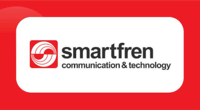 """1. Cek Nomor Smartfren via Dial Cara cek nomor Smartfren yang paling gampang adalah dengan kode dial atau USSD. Tahapannya adalah sebagai berikut.  Pada menu panggilan, tekan *995#, kemudian tekan OK/YES/CALL. Ketika ada pop up yang muncul, pilih menu """"INFO"""", lalu tekan OK/YES/CALL.    2. Cek Nomor Smartfren via SMS Tanpa dikenakan pulsa, Anda bisa cek nomor Smartfren melalui SMS dengan cara berikut ini.  Pada menu pesan, ketik """"INFO"""", lalu kirim ke 995. Tunggu balasan otomatis dari operator tentang nomor Smartfren yang Anda gunakan.    3. Cek Nomor Smartfren via Aplikasi My Smartfren Smartfren juga menyediakan layanan berbentuk digital bagi pelanggannya, yaitu dalam bentuk aplikasi My Smartfren. Dengan adanya aplikasi ini di smartphone Anda, mulai dari cek pulsa, cek nomor, cek kuota, transaksi pulsa hingga paket data, semua pastinya bisa dilakukan.     Namun, sebelum bisa menggunakan aplikasi ini, Anda terlebih dulu harus mendaftarkan nomor dan identitas Anda. Caranya adalah sebagai berikut:    Download aplikasi Smartfren di Google Play Store atau App Store. Kemudian, daftar atau Sign In dengan menggunakan alamat email, nomor Smartfren Anda, dan buat password. Ikuti tahapan selanjutnya yang diinstruksikan dalam aplikasi seperti aktivasi email, kode token verifikasi, dan sebagainya. Apabila pendaftaran sukses, Anda akan dikirimi notifikasi dan bisa langsung menggunakan aplikasi My Smartfren untuk segala aktivitas yang berkaitan dengan kartu SIM Anda.    Mengecek nomor Smartfren juga bisa dilakukan dengan cara menghubungi nomor bantuan operator atau Call Center di nomor 995 atau 500 dari ponsel Anda."""