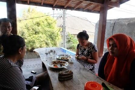 Icip-icip di Warung Nasi Ayam Bu Oki Bali