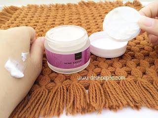 Tekstur Scareltt Whitening Acne Night Cream