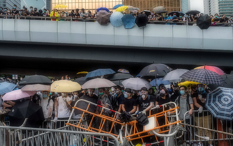 Protests in Hong Kong: Protesters block debate board on extradition bill