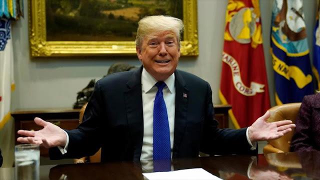 """Trump califa de """"mentira"""" un controvertido libro sobre su Gobierno"""