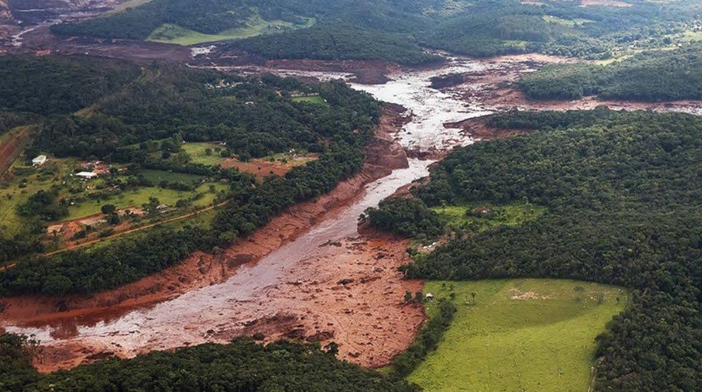 Diga come il Vajont crolla in Brasile, morti e dispersi.