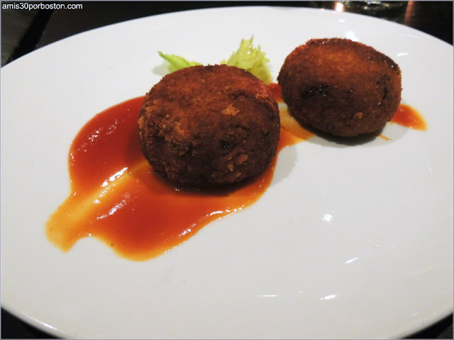 Dine Out Menú Boston Chops: Crispy Oxtail Croquettes, Red Pepper Mostarda