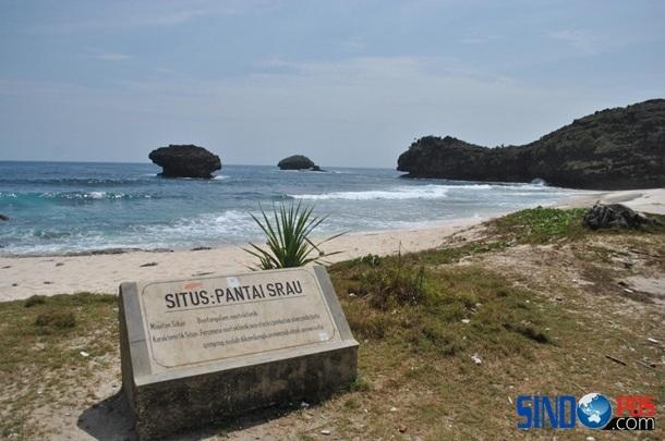Indahnya Wisata Pantai Srau Pacitan