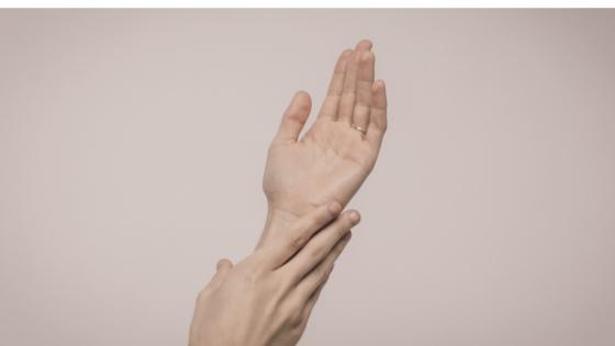 mengatasi tangan kasar dengan garam