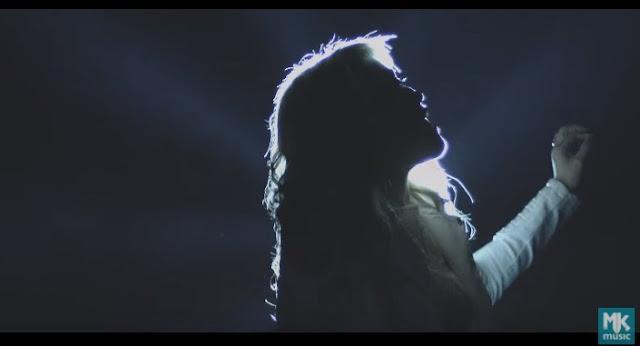 Marine Friesen apresenta o clipe da música 'Eu Quero Estar'