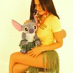 Andrea Rincon, Selena Spice Galeria 13: Hawaiana Camiseta Amarilla Foto 54