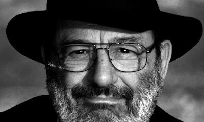"""La mort de l'écrivain italien Umberto Eco à l'âge de 84 ans, vendredi 19 février, a déclenché une quantité d'hommage de la part, notamment, de ses lecteurs. Sur Twitter ils ont salué la mémoire de l'auteur du """"Nom de la rose"""" en se remémorant quelques une de ses citations les plus emblématiques, traduites dans toutes les langues."""