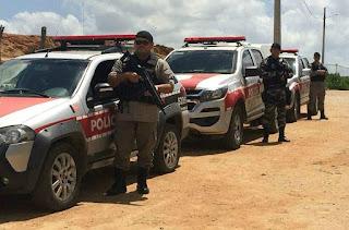 Policiais do 4º BPM cumprem mandado e prendem homem em Guarabira