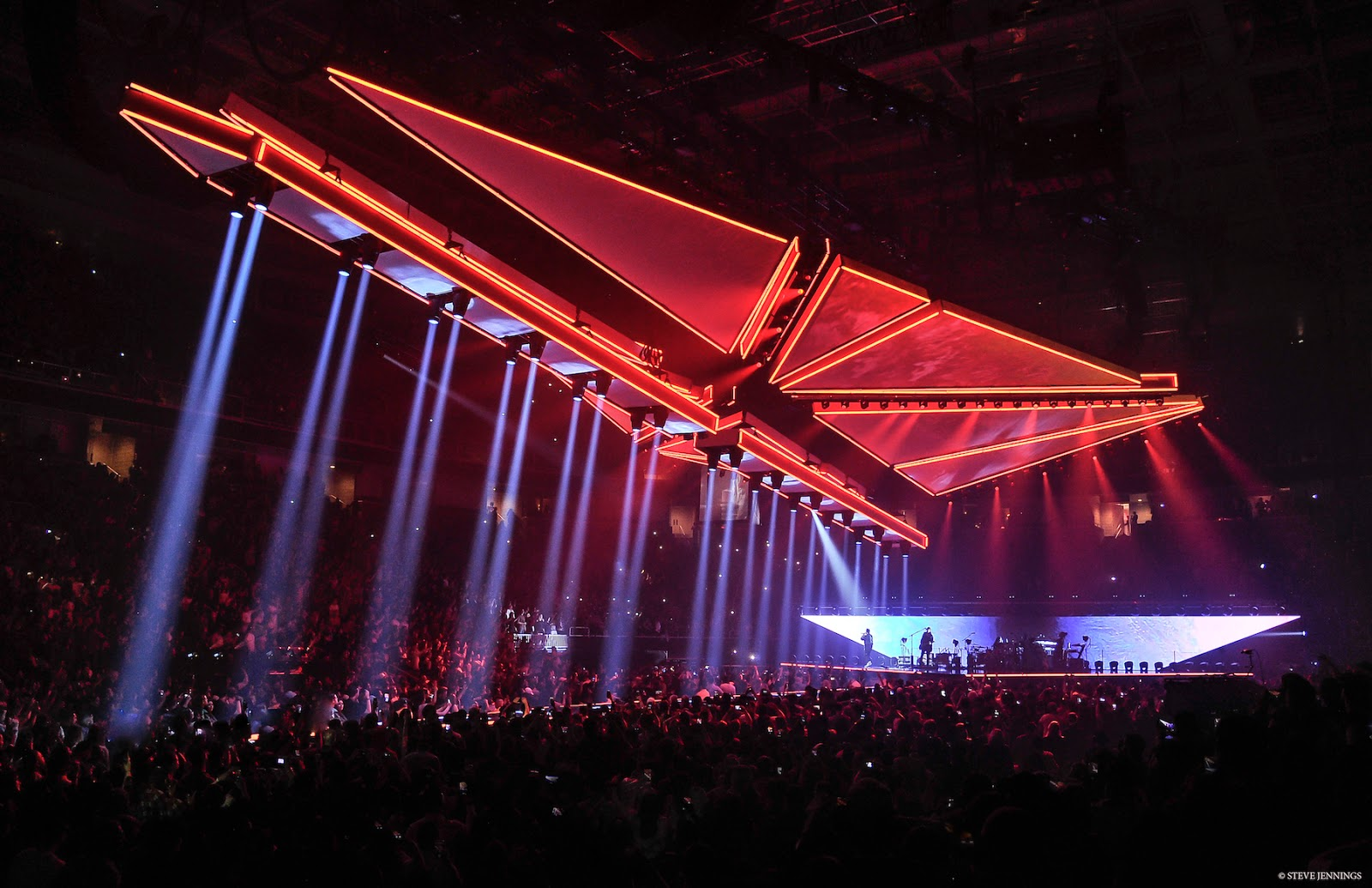 Martin by harman helps electrify the weeknds starboy legend of lighting designer sooner routhier selects vdo sceptron 10 led video fixtures to create an innovative lighting design that blends video projection with a arubaitofo Images