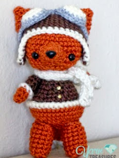 http://translate.google.es/translate?hl=es&sl=en&u=http://www.yarntreasures.com/free-aviator-fox-pattern/&prev=/search%3Fq%3Dhttp://www.yarntreasures.com/free-aviator-fox-pattern/%26biw%3D1429%26bih%3D961