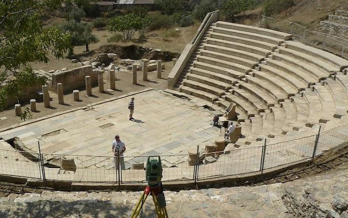 Μ.ΑΣΙΑ:Υαλουργείο αποκαλύφθηκε στην αρχαία Μητρόπολη