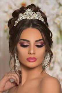 novia maquillada y con peinado para boda