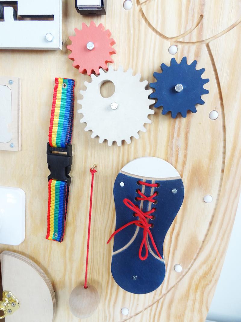 tablica manipulacyjna, busy board, tablica sensoryczna diy, tablica manipulacyjna diy