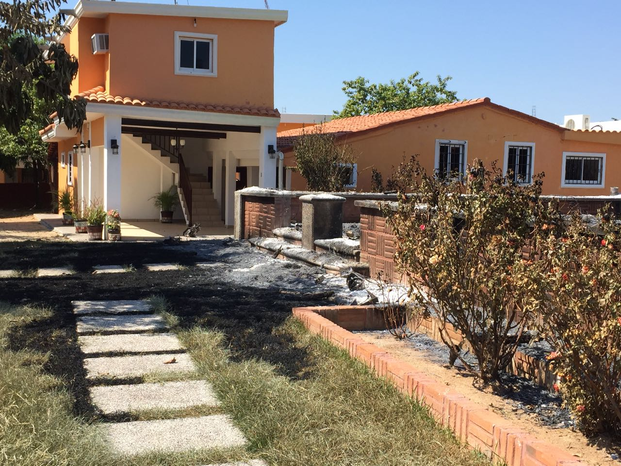 Sinaloa, Militares queman una casa y aseguran una más