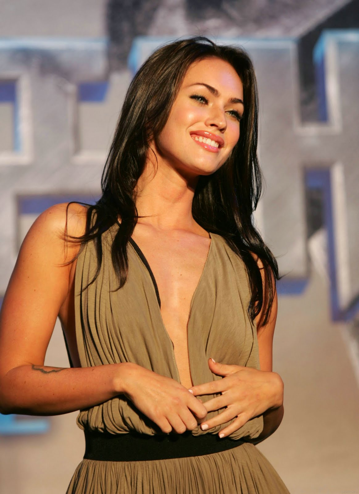 Hd Girl Highlights Wallpaper Hot Actress Megan Fox Girls Idols Wallpapers And Biography