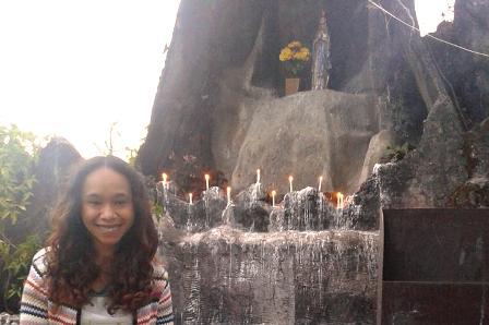 sembahyang rosario di manggarai peserta terbanyak perempuan dan anak-anak