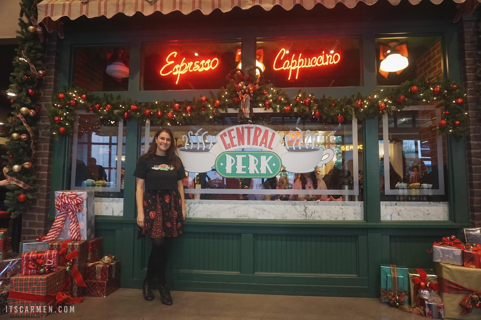 Where Was Friends Filmed Central Perk Cafe From Friends Warner Bros Studio Tour Carmen Varner Travel Influencer Blogging Coach Social Media Consultant