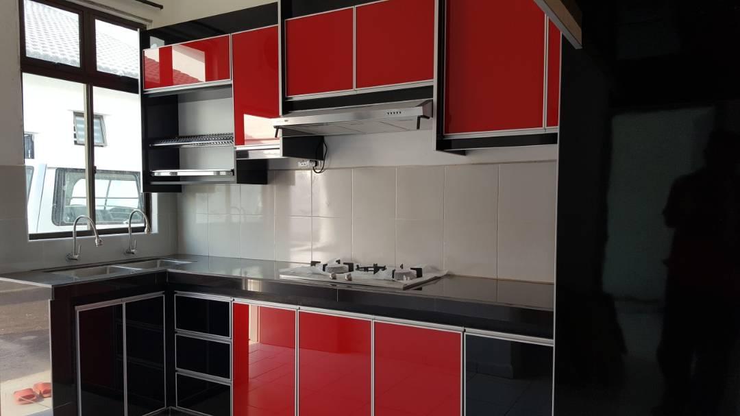 Beliau Memilih Kabinet Dapur Jenis Konktrit Top Serta Pintu 3g Gl Merah Hitam Yang Menjadi Idaman Hati