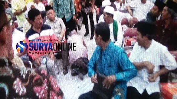 Takmir Masjid Merasa Tersinggung, Risma Langsung Sujud di Depannya Sambil Minta Maaf