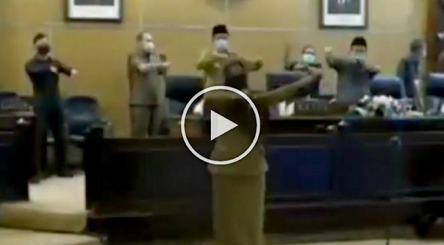 Viral Video Wakil Rakyat Ramai-ramai Goyang Pinguin di Ruang Sidang