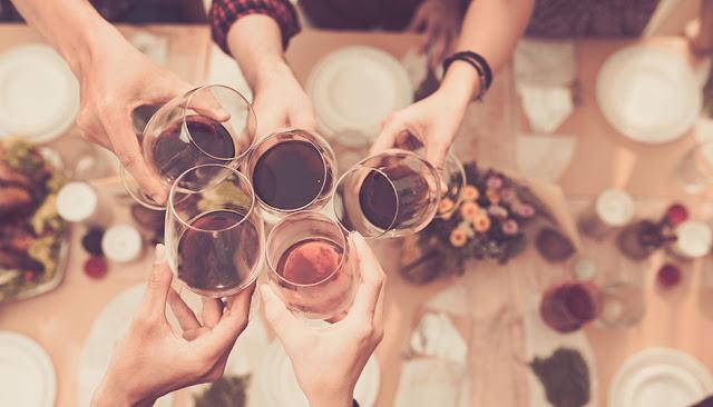 Razones por las que querrás tomar vino tinto